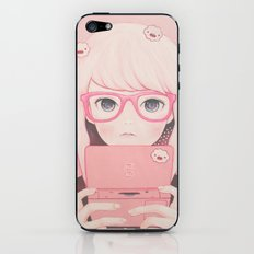 「Gamegirl Girl」  iPhone & iPod Skin