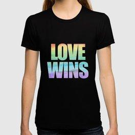 Love Wins Gay Lesbian Rainbow CSD Gift T-shirt