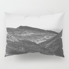 summer view with mountain in the desert in black and white Pillow Sham