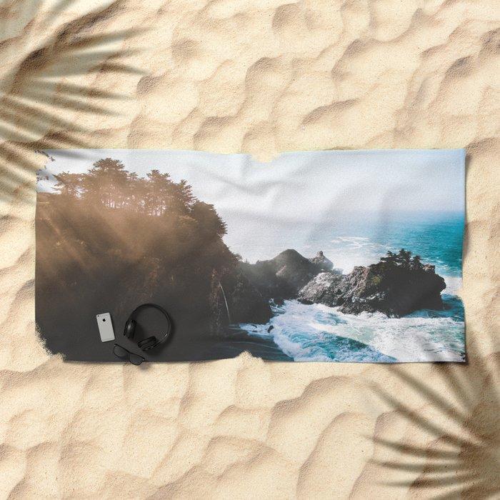 ocean falaise Beach Towel