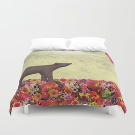 the bear and the heart-shaped balloon Duvet Cover