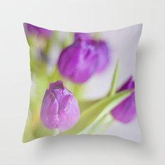 Tulipanes morados.  Throw Pillow