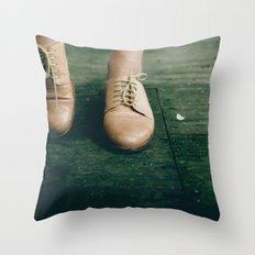 thrifting magic Throw Pillow