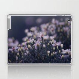 Dreamy daisies Laptop & iPad Skin