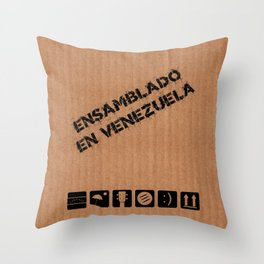 Ensamblado en Venezuela Throw Pillow
