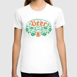 beer icons seamless pattern (hops leaf, wooden barrel, glass, can, mug, bottles) T-shirt
