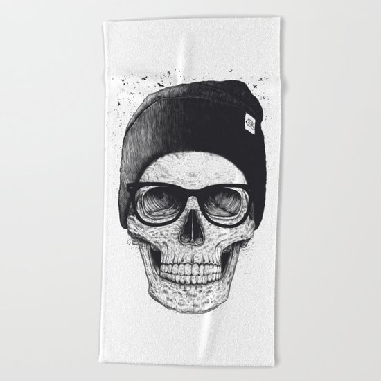 Black Skull in a hat Beach Towel