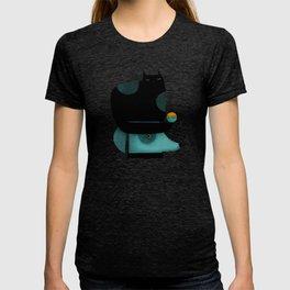 BLACK CAT ON HEAD T-shirt