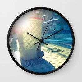 Cubo de basura pintado por el sol Wall Clock