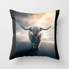 highland cattle scotland Throw Pillow