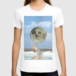 Little Luna At The Beach T-shirt