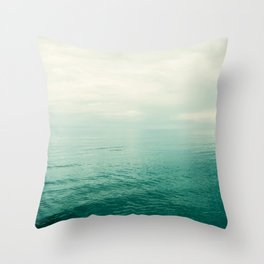 Meer I Throw Pillow