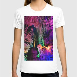 IDYLLIC FAIRYLAND // Reed Flute Cave, Guilin T-shirt