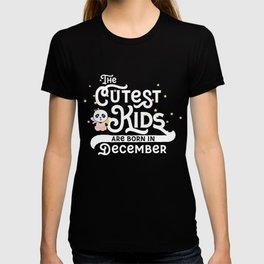 Cutest Kids Panda born in December T-Shirt T-shirt