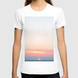 Summer Sunset on the Pacific   California Coastal Serene Calm Ocean Beach Scene T-shirt