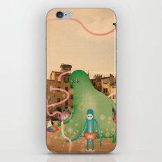 lucca è abitata dai mostri 2 iPhone & iPod Skin