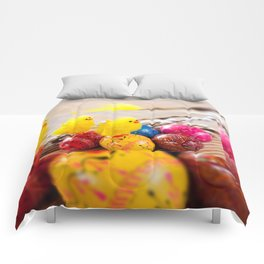 Easter eggss and fluffy chickens Comforters