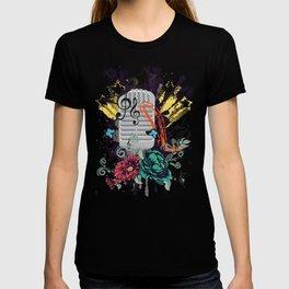 Grunge retro musical microphone. T-shirt