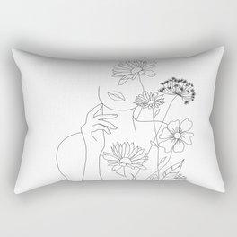 Minimal Line Art Woman with Flowers III Rechteckiges Kissen