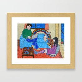 Ella tan analógica, él tan digital Framed Art Print