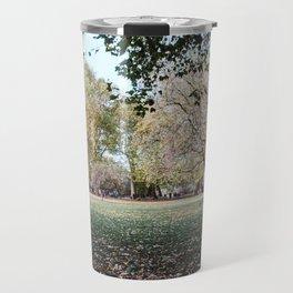 Parque de Londres en otoño. Travel Mug