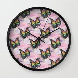 Les papillons de l'amour arc en ciel Wall Clock
