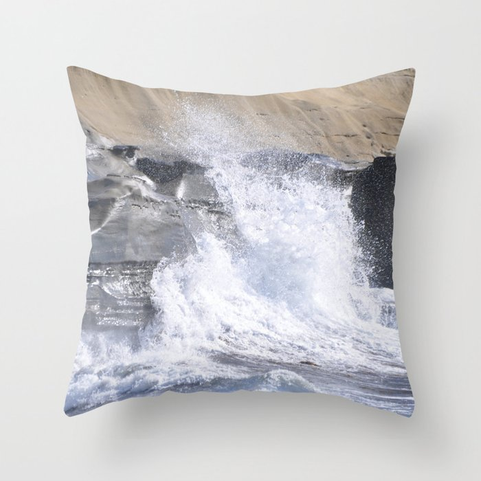 SPLASHING OCEAN WAVE Throw Pillow