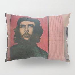 Che Guevara In A Havana Doorway Pillow Sham