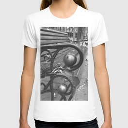 Vibrant city . Art object coupon , interiordecor . antique 7 T-shirt