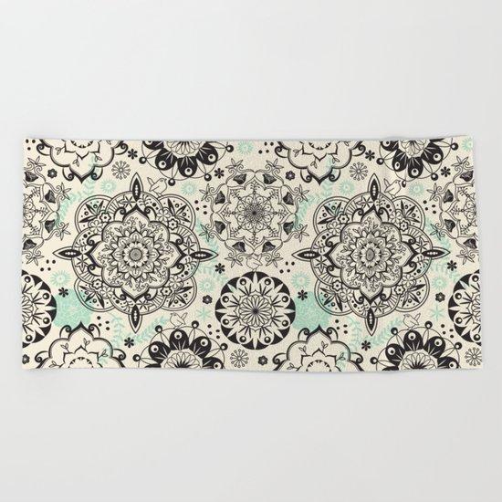 Mandala pattern Beach Towel