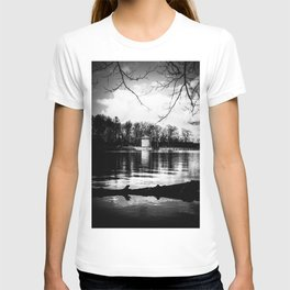 Möhne Reservoir Lake Tower bw T-shirt