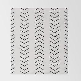 mudcloth pattern white black arrows Throw Blanket
