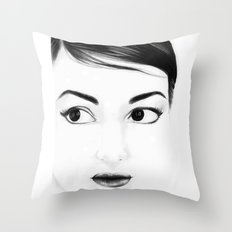pretty face Throw Pillow