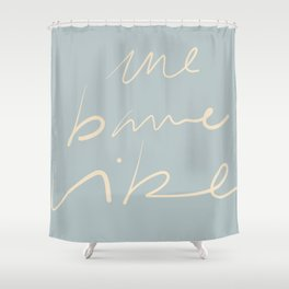 Une bonne vibe Shower Curtain