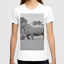 12,000pixel - 500dpi, High Quality Photograph - Rhino in the meadow II - Black and white T-shirt