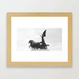Victoria alada Framed Art Print