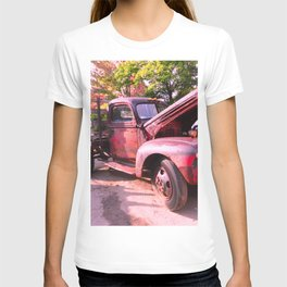 Rusty Ford Classic Antique Truck T-shirt