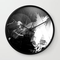 queens of the stone age Wall Clocks featuring Josh Homme (Queens of the Stone Age) - I by Tomás Correa Arce (RockMe TommyBoy)