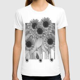MODERN ABSTRACT BLACK & WHITE FLOWERS GARDEN  ART T-shirt