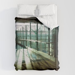 Boarding shadows Duvet Cover