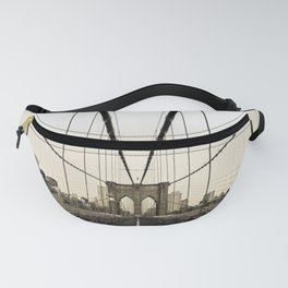 Brooklyn Bridge and the skyline of Manhattan in the Morning Fanny Pack