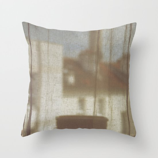 Au Petit Matin Throw Pillow