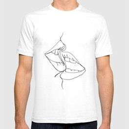 a kiss in one line T-shirt