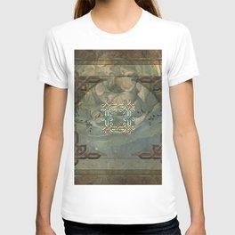 Wonderful decorative celtic knot T-shirt