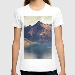 Lake Wakatipu summer mountains Queenstown New Zealand T-shirt