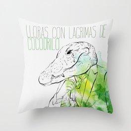 Lloras con lágrimas de cocodrilo (you cry with cocodrile tears) Throw Pillow