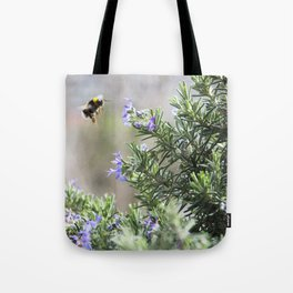 bumble bee flight Tote Bag