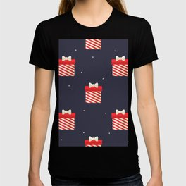 Red Christmas Gift Pattern T-shirt