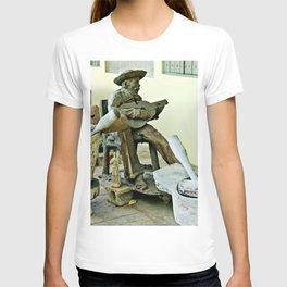 Jibaro Sculpture playing el Cuatro  T-shirt