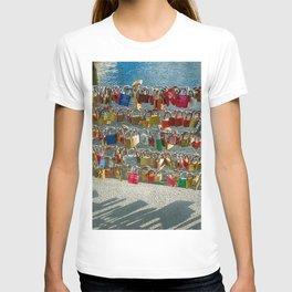 Love Locks, Pont des Arts Bridge, No.2, Paris, France T-shirt